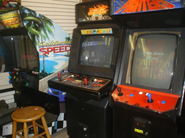 Classic Arcade - Die Hard, King of the Fighters and california Speed
