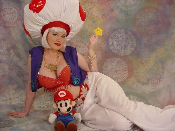 Toadstool cosplay girl