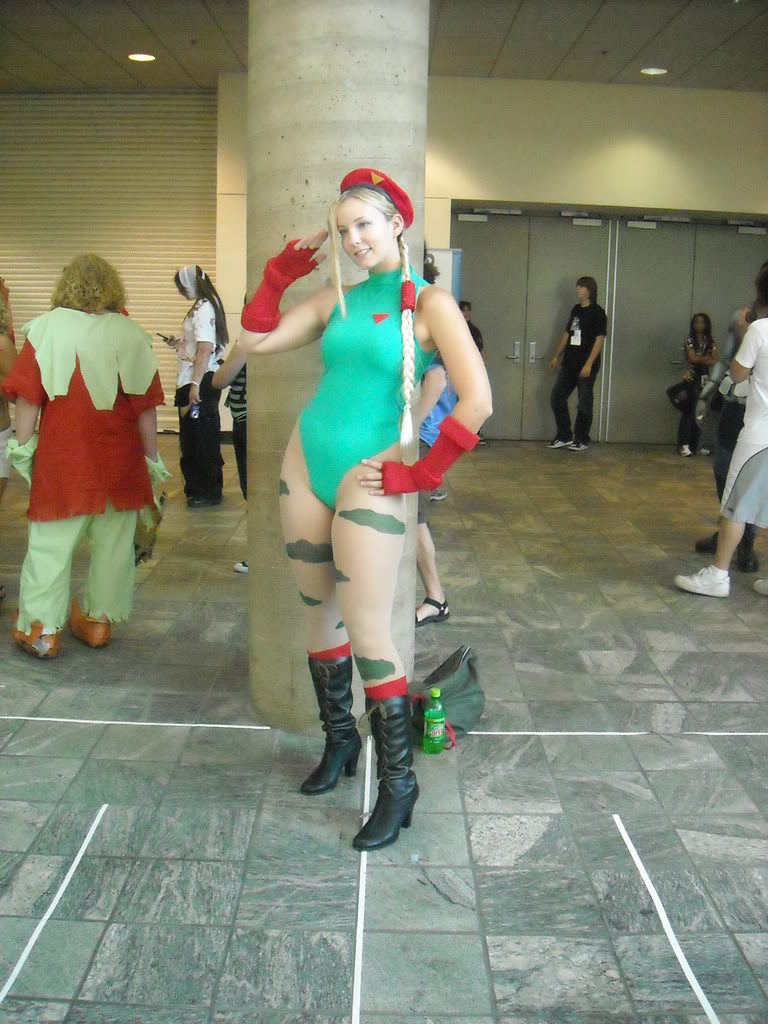 cammy cosplay girl