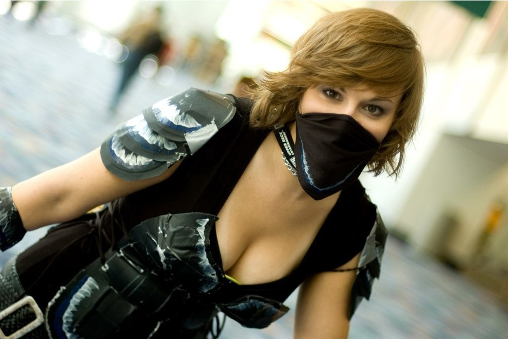 female rogue cosplay girl