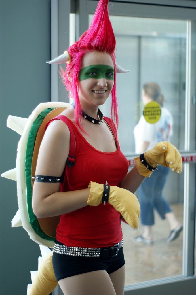 Super Mario turtle cosplay girl