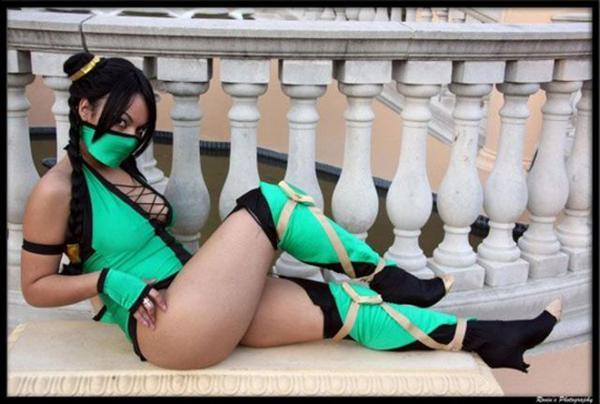 Mortal Kombat cosplay girl