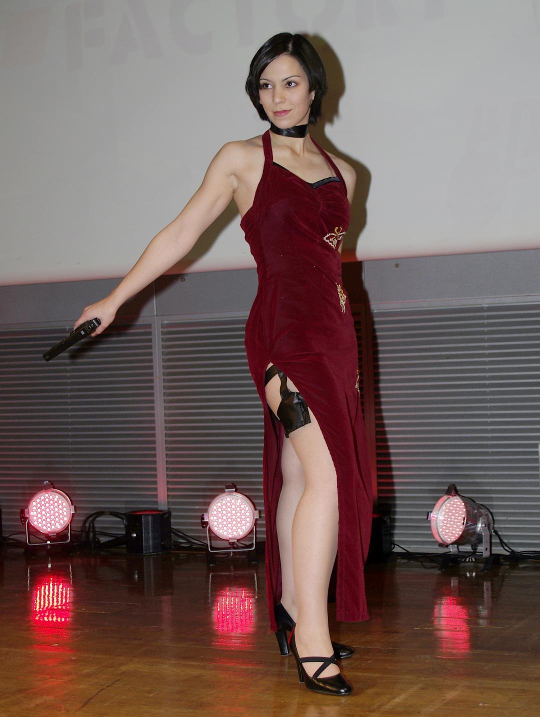 Ada Wong Resident Evil cosplay girl