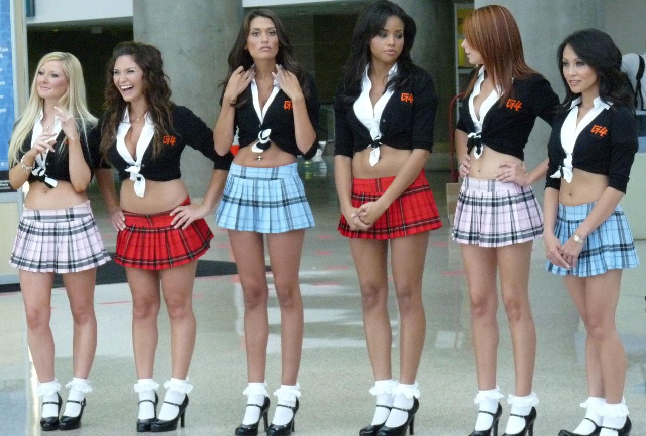 E3 2009 schoolgirl booth Babes g4