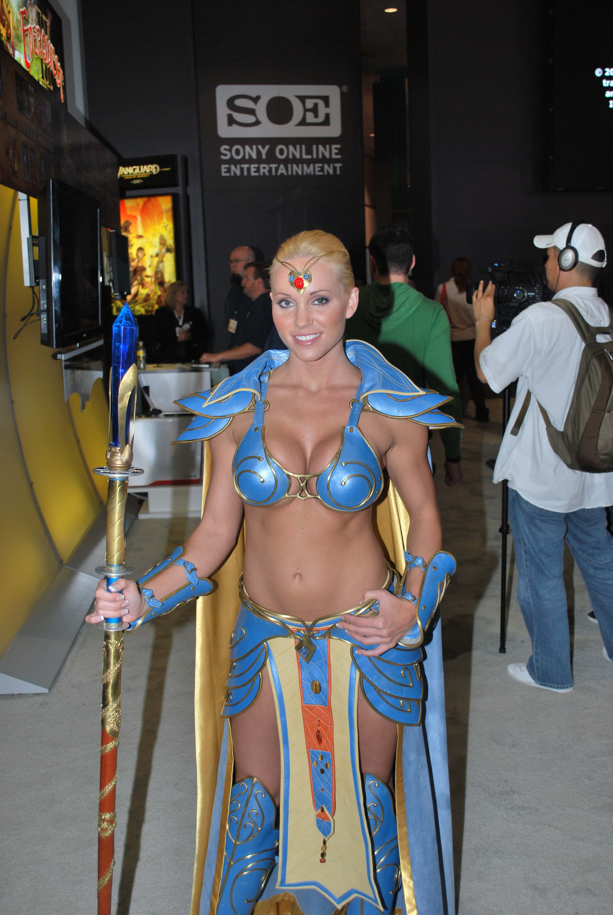 e3 2009 EQ cosplay booth babe