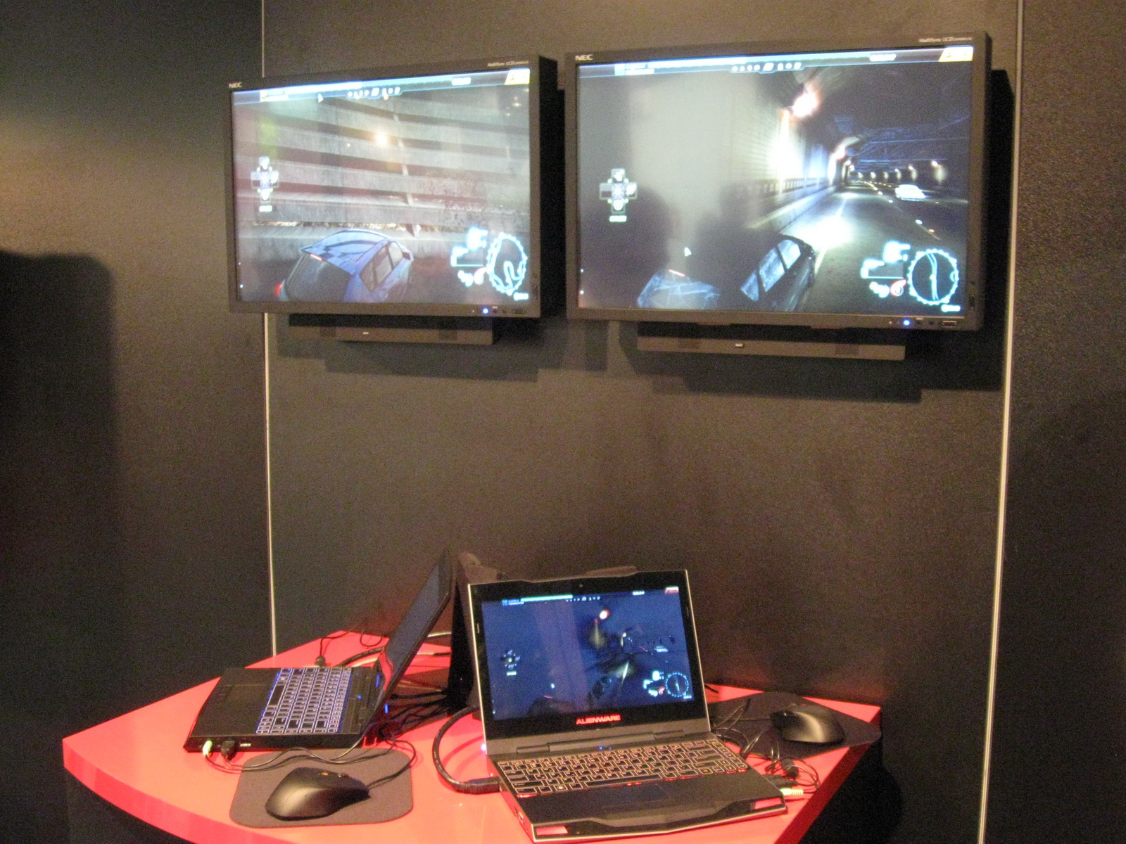 The Alienware M11x at the Verizon booth at CES 2011