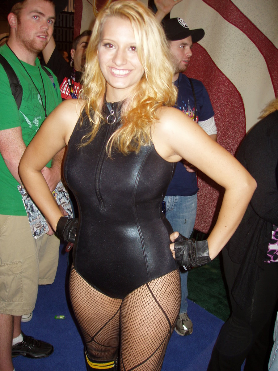 Black Canary Cosplay girl