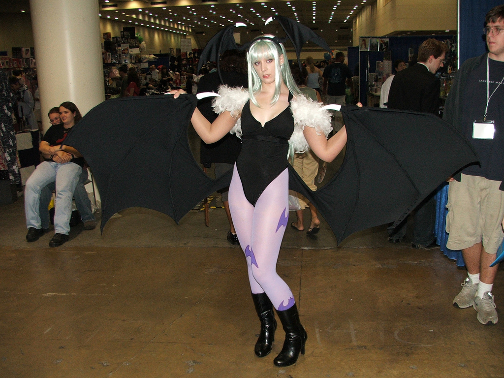 Morrigan Darkstalkers Cosplay girl