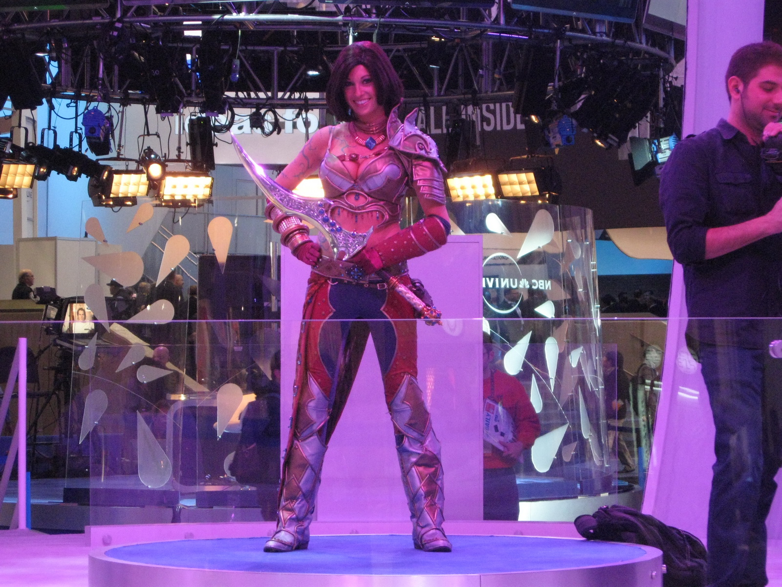 Rift woman with sword and armor at CES 2011