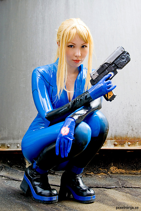 Metroid Samus Cosplay girl
