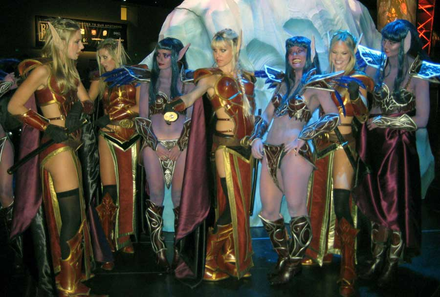 World of Warcraft Cosplay - Night Elves and Blood Elves
