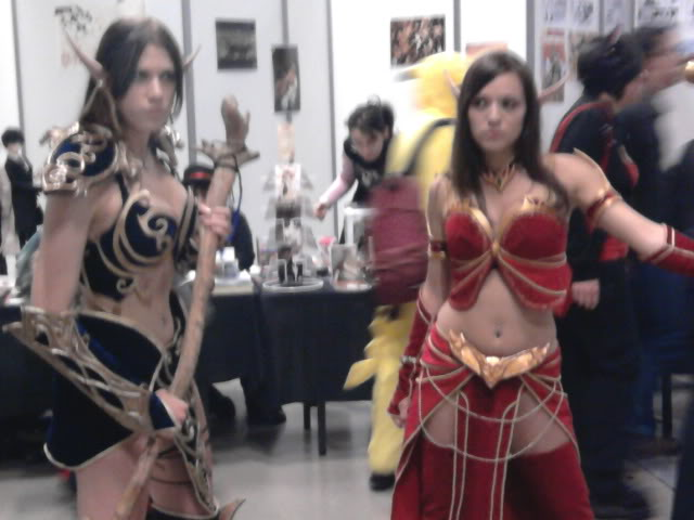 World of Warcraft Cosplay - Twin Blood Elves