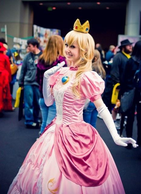 Princess Peach Cosplay III