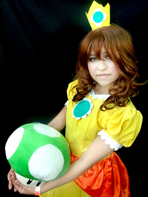Princess Daisy - Super Mario Bros Cosplay