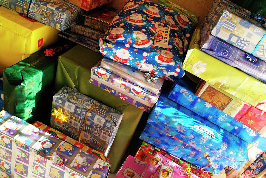 pile-of-christmas-presents