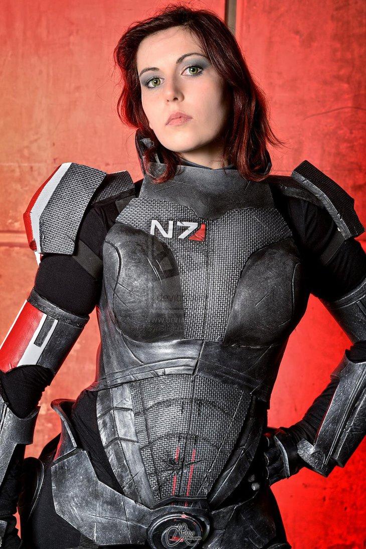 female_shepard_cosplay
