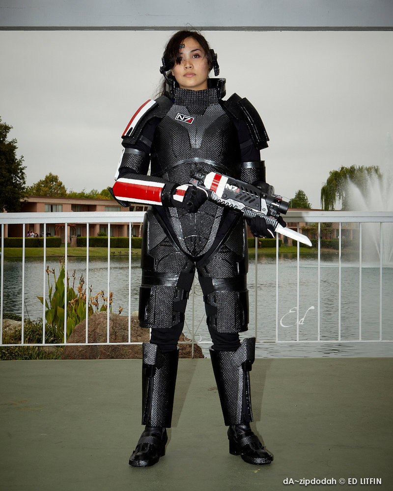 female_shepard_cosplay